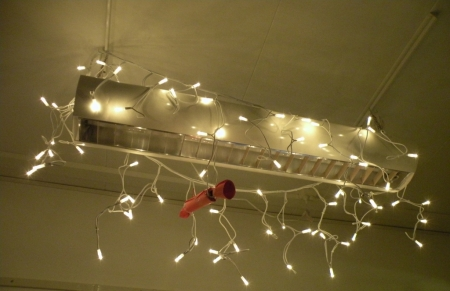 Ljusslinga runt den vanliga taklampan för att ge lite mysigare stämning